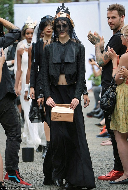 Em gái của Lindsay - Ali Lohan trình điễn thời trang