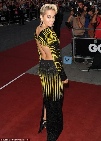 Chiếc váy của Rita cũng nhận được nhiều lời khen ngợi
