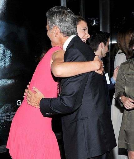 Bà mẹ một con thân thiết với tài tử George Clooney