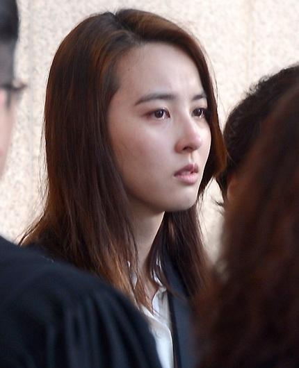 Nữ diễn viên Han Hye Jin rưng rưng lệ