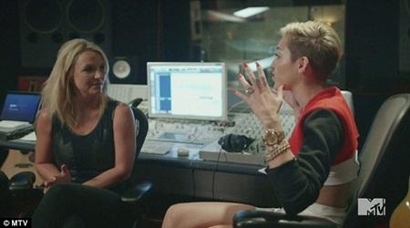 Miley Cyrus khỏa thân trong đoạn phim tài liệu về bản thân trên kênh MTV