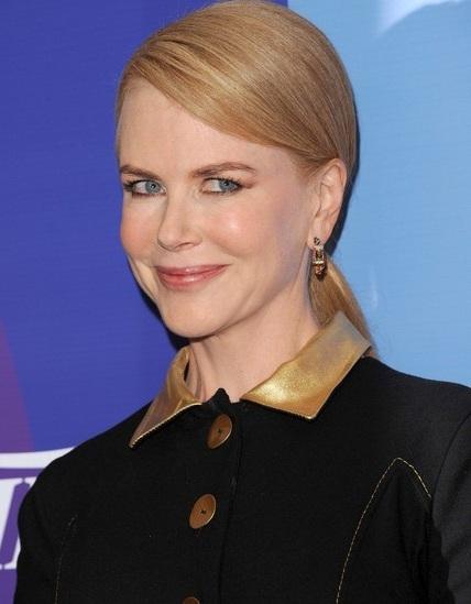 Trước đó không lâu tại Mỹ, Nicole được tôn vinh trong lễ trao giải Nữ quyền của tạp chí Variety.