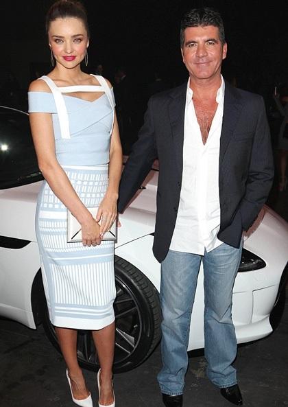 Miranda Kerr chụp hình kỷ niệm cùng Simon Cowell