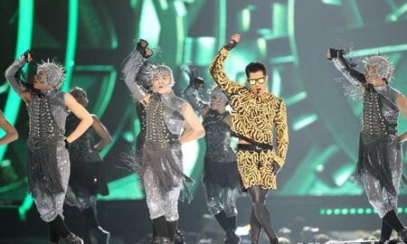 Quách Phú Thành rực rỡ và ấn tượng trên sân khấu.