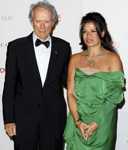 Clint Eastwood và vợ ly dị sau 17 năm chung sống.