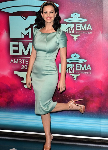 Katy Perry kín đáo hơn tất cả những đàn em