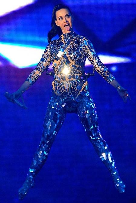 Katy Perry nhận giải Nữ ca sĩ xuất sắc nhất