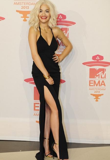 Rita Ora gợi cảm vừa đủ
