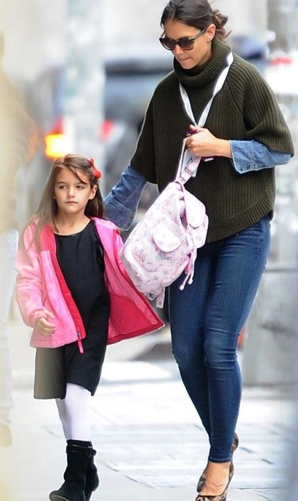 Katie Holmes đưa con gái tới trường trong ngày đầu tiên đi học