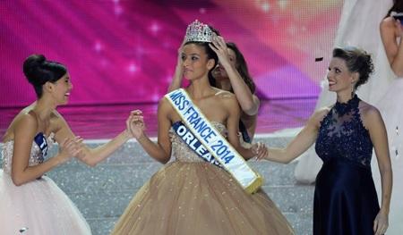 Người đẹp 19 tuổi Flora Coquerel đăng quang tại cuộc thi Hoa hậu Pháp, ngày 8/12 vừa rồi.
