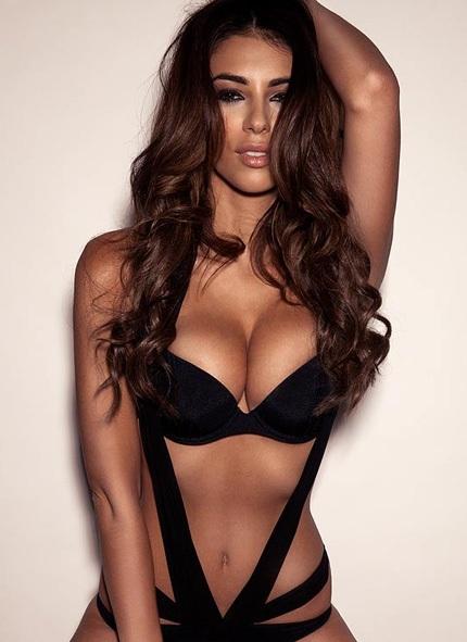Người đẹp thường xuyên xuất hiện trong các bộ ảnh quảng cáo nội y.