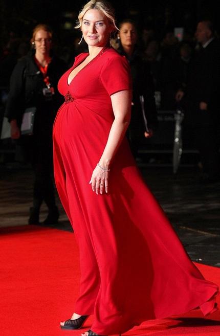 Kate Winslet khi mang bầu đứa con thứ ba.