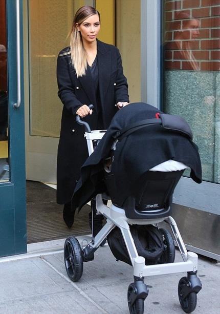 Kim bị chỉ trích là vô trách nhiệm và bỏ rơi cô con gái mới 6 tháng tuổi.