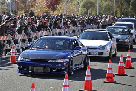 Những chiếc xe đắt tiền cũng xuất hiện trong lễ tưởng nhớ Paul Walker