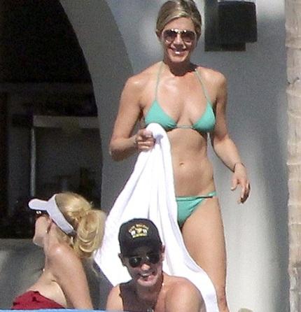 Nụ cười luôn túc trực trên môi Jennifer.
