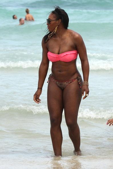 Sở hữu thân hình cao lớn, Serena Williams tự tin trình diễn thời trang