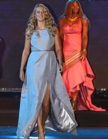 Một ngôi sao quần vợt khác là Viktoria Azarennka cũng tỏa sáng trên sàn diễn thời trang.