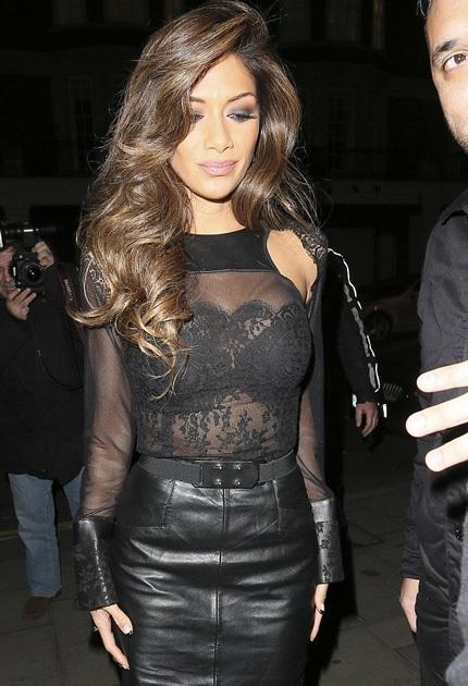 Cựu thành viên của Pussy Cat Dolls diện váy da ôm sát rất gợi cảm.