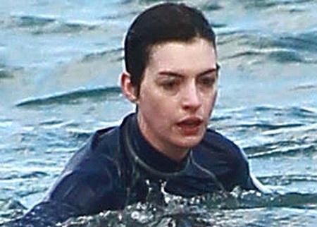 Gương mặt sợ hãi của nữ diễn viên 31 tuổi sau sự cố bất ngờ