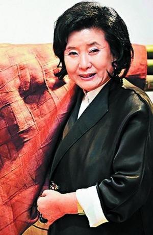 Mẹ chồng của cô là một nhà thiết kế nổi tiếng tại Hàn Quốc