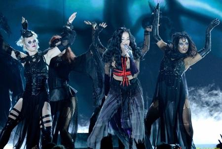 Sân khấu Grammy thêm phần rực rỡ với màn trình diễn nóng bỏng của Katy Perry