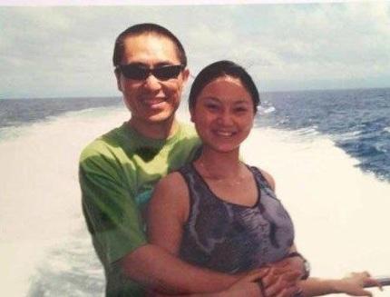 Vợ Trương Nghệ Mưu chụp ảnh thân mật với người lạ