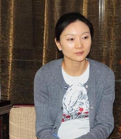 Bà xã của Trương Nghệ Mưu thú nhận, cô cũng rất ân hận vì vi phạm quy định của nhà nước.