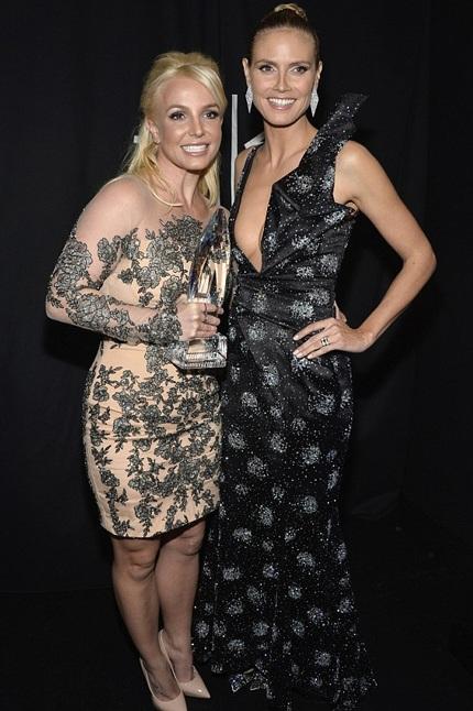 Britney chụp hình kỷ niệm cùng siêu mẫu Heidi Klum