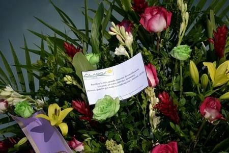 Những vòng hoa tiếc thương được người thân, đồng nghiệp, người hâm mộ gửi tới gia đình hoa hậu.