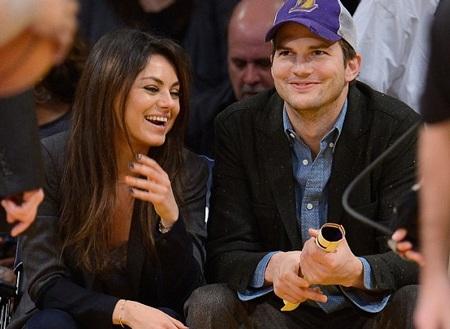 Mila Kunis và Ashton Kutcher đã đính hôn sau 2 năm hò hẹn.