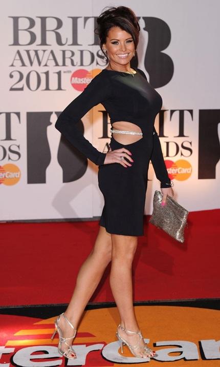 Người đẹp 28 tuổi cũng thường xuyên xuất hiện tại các sự kiện của làng giải trí Anh quốc.