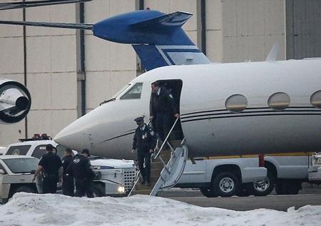 Phi cơ riêng của Justin bị cảnh sát khám xét vì nghi ngờ có ma túy, ngày 1/2.