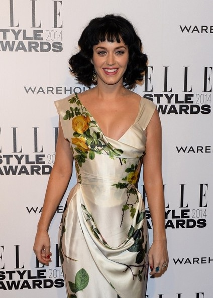 Kiểu tóc mới khiến Katy Perry trông khá lạ lẫm.