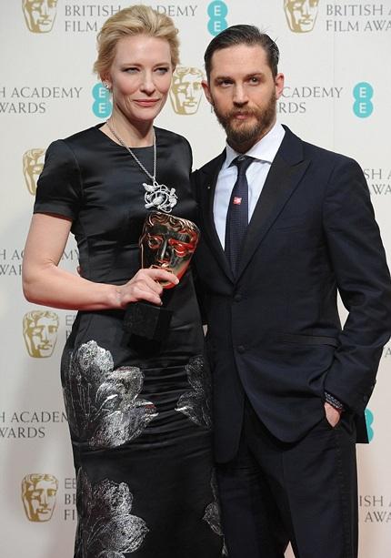 Cate Blanchett (trái) giành giải Nữ diễn viên huyền thoại