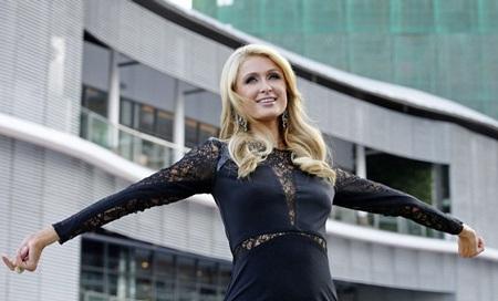 "Paris Hilton biến thành ""búp bê Barbie"" tại Philippines"
