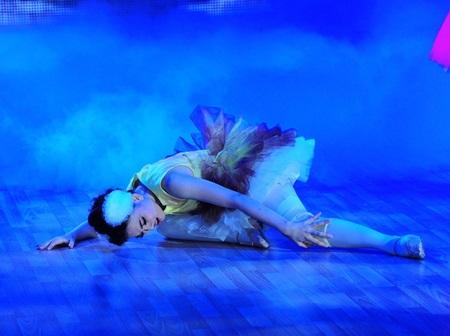 Thu Thủy và Ngân Khánh nhận 3 điểm 10 cho bài nhảy đầu tiên