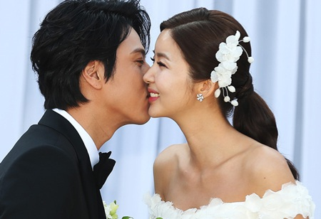 Vợ chồng Park Sol Mi và Han Jae Suk vừa đón con gái đầu lòng ngày 23/3.