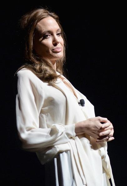 Vì bộ phim Unbroken, Angelina đã đưa 6 đứa con cùng mình sang Úc để tiện cho công việc đạo diễn.