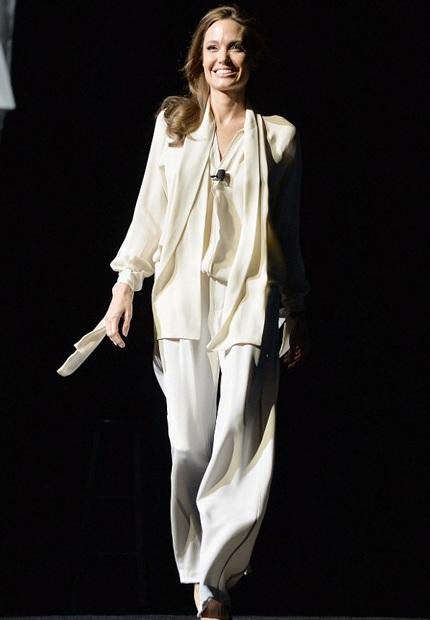 Angelina Jolie tham gia quảng cáo cho bộ phim mới mang tên