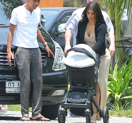 Hình ảnh cả gia đình Kardashian trong khu nghỉ dưỡng tại Phuket, Thái Lan.