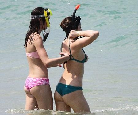Hai cô em gái cùng mẹ khác cha của Kim thích thú với những môn thể thao mạo hiểm.
