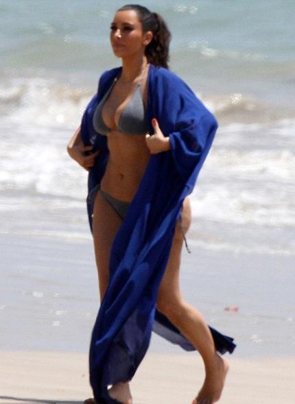 Kim Kardashian khoe dáng săn chắc trong kỳ nghỉ cùng gia đình