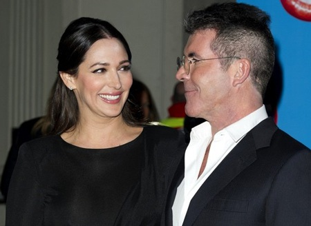 Bạn gái của Simon Cowell khoe dáng thanh mảnh sau sinh
