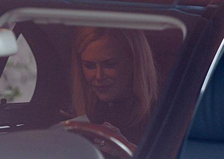 Nụ cười khó hiểu của Nicole Kidman tại tang lễ của nhà thiết kế đoản mệnh