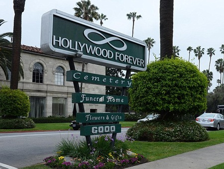 Nghĩa trang Vĩnh hằng Hollywood là nơi yên nghỉ cuối cùng của nhà thiết kế đoản mệnh L'Wren Scott