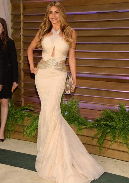 Ngôi sao ngoài tứ tuần Sofia Vergara khoe dáng với váy đuôi cá