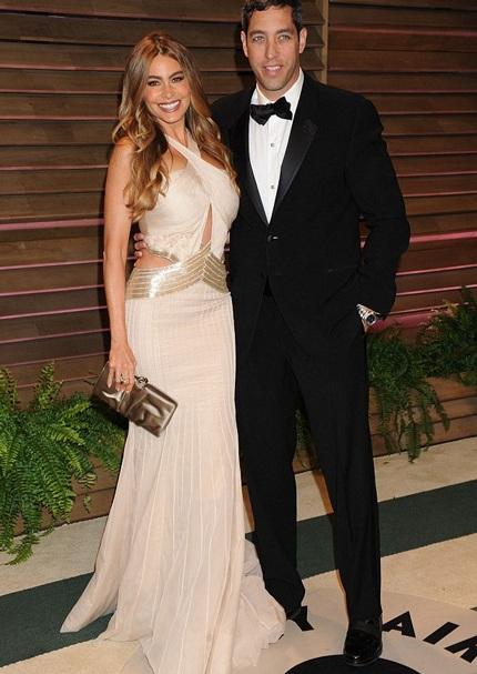 Người đẹp Sofia tạo dáng bên chồng tương lai
