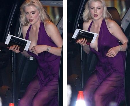 Người đẹp phải rất cẩn trọng khi bước xuống xe hơi vì chiếc váy quá mỏng manh và cởi mở