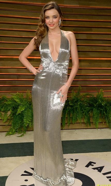 Siêu mẫu một con Mirand Kerr khoe dáng thanhmảnh trong váy xẻ ngực gợi cảm
