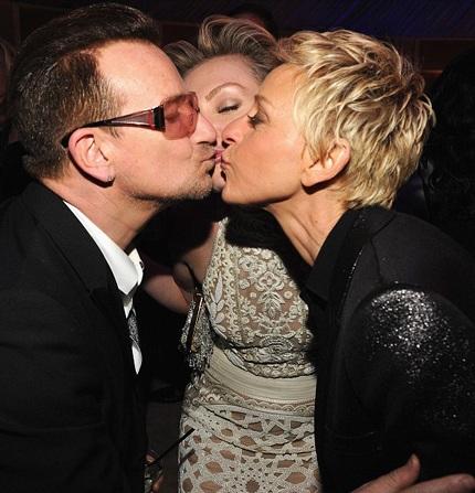 Nụ hôn ngọt ngào của Bono (nhóm U2), MC Ellen Degeneres và vợ của cô - Portia
